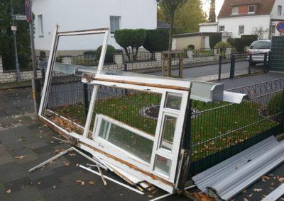 Neue Glasfront und Rollläden